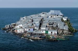非洲最小爭執島    半個足球場大住500人...