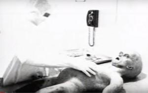解剖外星人造假內幕! 製片:曾簽保密協議 但有留騙局線索…