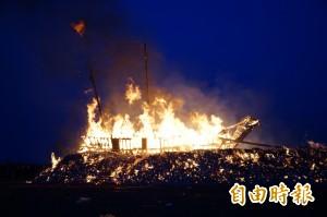 肅速離去! 東港燒王船   在地人「偃旗息鼓」莫回頭