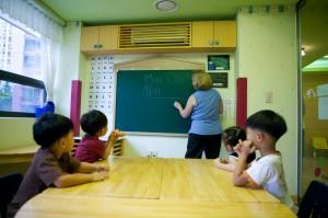 老師幫孩子訂正也寫錯字 網:罰寫100遍