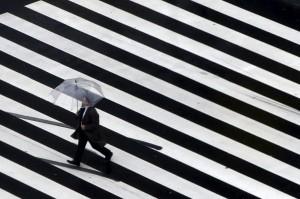 出門沒帶傘也不怕淋濕 日本業者推「共享雨傘」