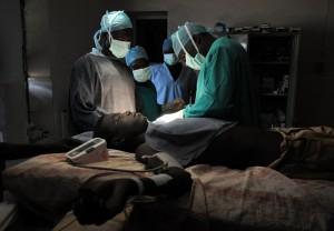 「機械手臂」失控!干擾手術、戳破大動脈 患者術後死亡