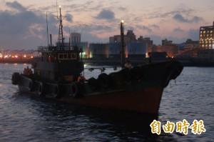 中國運搬船先期探路 澎湖海巡隊帶案扣回