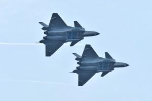 中國稱殲-20飛行表演令人驚嘆 專家打臉:用的是俄國引擎