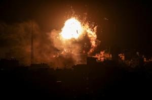 回擊加沙300枚火箭彈 以色列空襲炸毀哈瑪斯電視台
