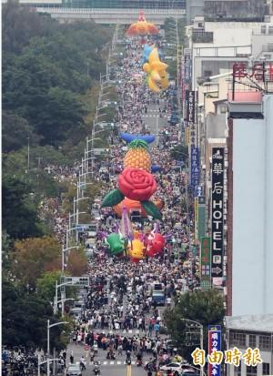 weCARE大氣球遊行8萬人響應 陳其邁籲站出來反抹黑