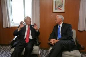 張忠謀與美國副總統彭斯  APEC場邊雙邊會談