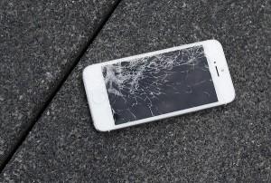 2秒就有一支手機螢幕碎裂!去年美國用戶修螢幕共花上千億