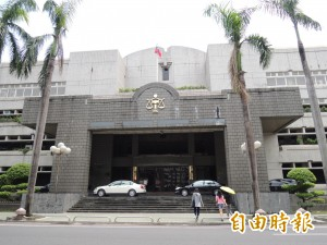 屏東縣議員候選人涉賄  法官裁定10萬交保