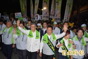 拚了!陳建仁陪魏明谷彰化市掃街 足足走了6公里