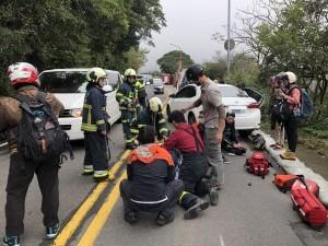 重機騎士陽明山擦撞沙包摔車 遭轎車輾過送醫不治