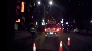 選舉場太多 水電工忙暈騎車「犁田」 搭警車回家
