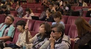 柯P選後記者會..佩琪睡著了? 網友:等開票真的很累