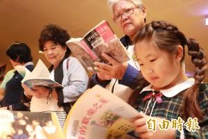 選後圖書館湧人潮 家長:看書緩和焦慮