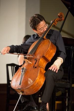 大提琴家張正傑車禍骨折 改用鼻子按弦拉琴