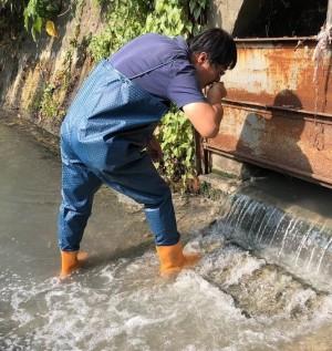 抓到了!內埔工業區食品廠偷排廢水 環保局開罰