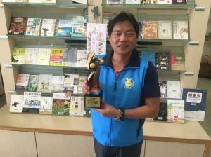 打造「愛閱小鎮」 三灣鄉長獲頒圖書傑出貢獻獎