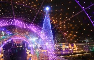 基市長與牧師點燈 海洋廣場耶誕樹照亮基隆港