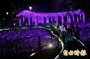四重溪燈海紫爆成網紅聖地 居民驚:這人潮一輩子沒見過