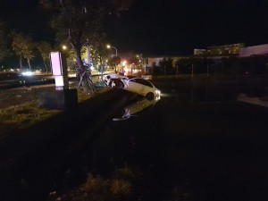 宜蘭賓士車廂型車對撞 1命危2輕傷