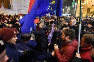 匈牙利《勞工法》遭批奴隸法 工會宣布罷工 台網友笑而不語
