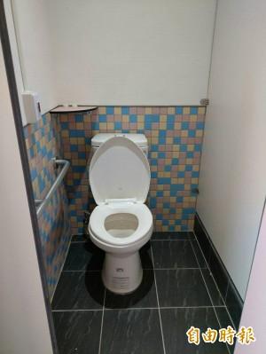 嚇壞!2歲女不停指著廁所「有爺爺」 真相超傻眼