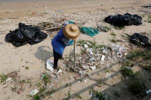 中國垃圾疑飄洋過海  嚴重污染日本河岸