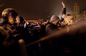 不要奴隸法! 匈牙利萬人頂零下低溫遊行抗議