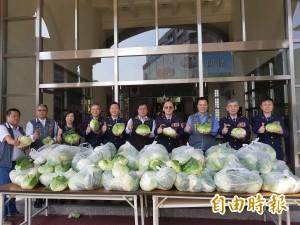 感心!南市巡守大隊   採購高麗菜贈員警、巡守隊