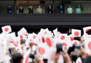 日本明仁天皇85大壽 逾8萬人湧皇居祝賀創紀錄