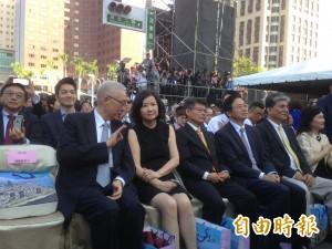 參加韓國瑜就職 吳敦義說不能稱他「吳前(無錢)副總統」
