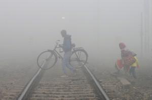 印度霧霾籠罩迫50航班異動 德里人躲室內過耶誕