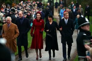 英王室耶誕禮拜 凱特梅根對視微笑、菲利普親王缺席