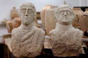 有「人頭」探出地面! 婦人發現1700年前雕像