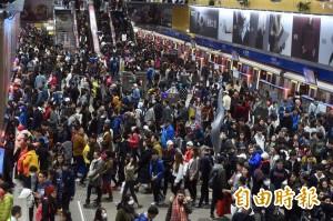 天冷遇連假 跨年夜台北捷運全線運量比去年少約4萬人