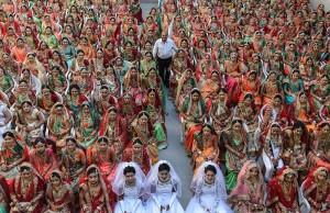 印度富商10年來認3000個乾女兒 背後原因超感人
