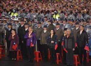 元旦總統府升旗典禮 出現黃背心抗議遭驅離