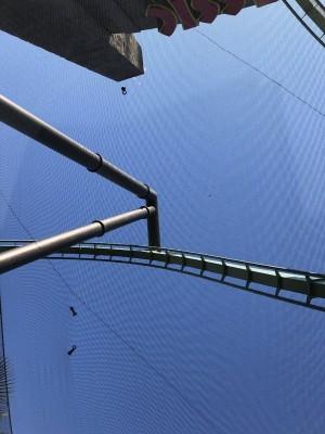 怕!大阪「飛天翼龍」雲霄飛車 遊客目擊2枚螺栓噴落
