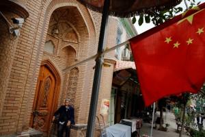 中共逾112萬黨員深入新疆家庭 強制「結對認親」