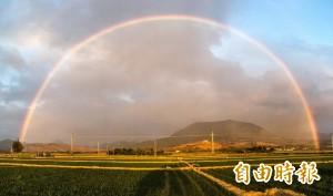 太美了!東現彩虹、西有夕陽 國境之南一次滿足