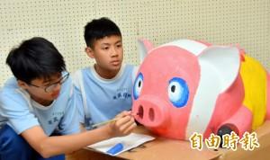 「豬」花燈賣萌比可愛 增添南投燈會噱頭