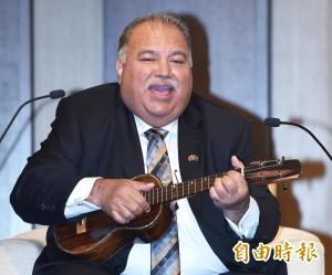 「台諾是一家人」 諾魯總統用小英贈烏克麗麗彈唱情歌