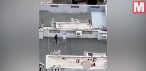 情侶屋頂上「嘿咻」遭錄下 完事後他還鞠躬謝幕