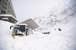 歐洲暴雪持續 已21死、多國交通混亂、瑞士雪崩幾埋掉旅館