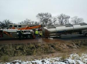 好甜!1.8噸巧克力淹沒了美高速公路