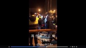 包圍分局堵殺童「牛奶媽」網友遭驅離:要找議員說!