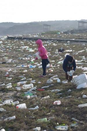 海灘滿是寶特瓶!澎湖合橫國小淨灘 逾4成來自中國