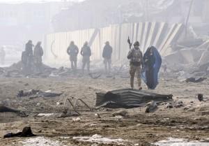 阿富汗軍事基地遭恐攻 安全部隊至少12死28傷