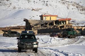 塔利班攻擊阿富汗軍事基地 傳死者攀升至126人