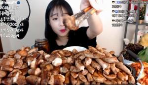 4.2公斤全吃下肚!韓正妹開直播吃光「23人份烤腸」